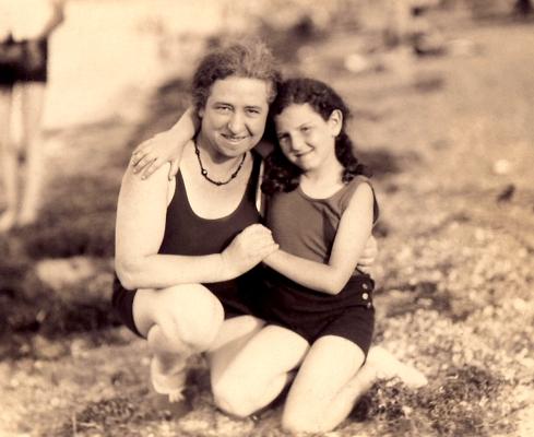 mom and grandma_Sm